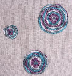 """Détail point d'araignée du porte monnaie brodé à fermoir """"Lilas"""". http://www.valeriehacquin.com/creation-lilas-porte-monnaie-rose-brode-avec-fermoir-vintage-245"""
