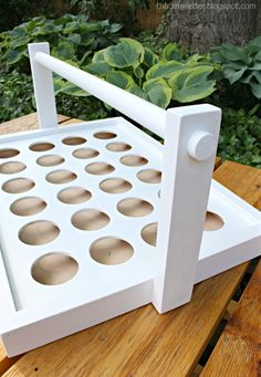 Jaime here from That's My Letter today sharing a DIY cupcake tray carrier. It's summer and that means lots of friends getting together for BBQ's and outdoor parties. You can't show up empty-handed to Diy Cupcake Stand, Cupcake Tray, Cupcake Shops, Cupcake Bakery, Cupcake Display, Cupcake Lounge, Box Cupcakes, Wood Projects, Woodworking Projects