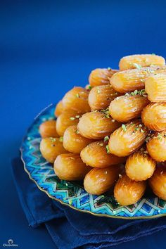 Balah El Sham 💋💋💋 Middle Eastern fluted fritters: this syrup soaked, churro-like pastry is crunchy on the outside & irresistibly squishy soft & fluffy on the inside. Arabic Dessert, Arabic Sweets, Arabic Food, Middle East Food, Middle Eastern Desserts, Lebanese Desserts, Lebanese Recipes, Egyptian Food, Egyptian Recipes