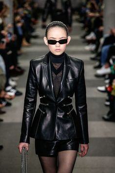 Alexander Wang, Automne/Hiver 2018, New York, Womenswear Alexander Wang, Leather Skirt, Leather Jacket, Skin To Skin, Cat Walk, New York, Gowns, Skirts, Jackets