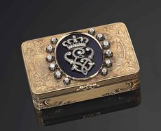 a_italian_royal_jewelled_enamelled_gold_presentation_snuff-box_by_musy_d5565040g.jpg (1024×832)