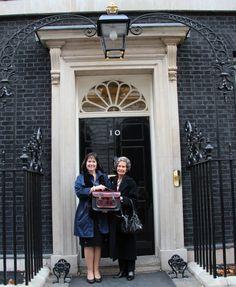 Desejo e inspiração: o que faz da Cambridge Satchel a marca de bolsas da vez? : http://mantostore.blogspot.com.br/2013/05/cambridge-satchel-e-bolsa-da-vez.html