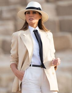 US First Lady Melania Trump visits the Giza Pyramids on October 6 during the final stop of her week-long trip through four countries in Africa. Trump Melania, Melania Knauss Trump, First Lady Melania Trump, Paris Chic, Fashion Looks, Beauty And Fashion, Stylish Outfits, Fashion Outfits, Womens Fashion