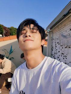 My sunshine ☀️ Yohan Kim, Bae, Korean Boy Bands, Twitter Update, K Idol, Kim Min, Special People, Kpop Boy, Perfect Man
