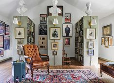 The Georgian Revival, built in 1929, had a capacious floor plan that would allow for a guest room, a bedroom for each of the children, a family kitchen, a mudroom, and—most alluring—a private library at the far end of the house. #jonmeacham #home #hometour #georgianrevival #interiordesign #nashvillehome #architecture #elledecor Living Room Paint, Living Room Colors, Home Living Room, Living Room Decor, Living Room Trends, Living Room Designs, Elle Decor, Web Tour