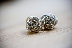 Lots of tutorials on wire wrapping jewelry (but beautiful, actually!)