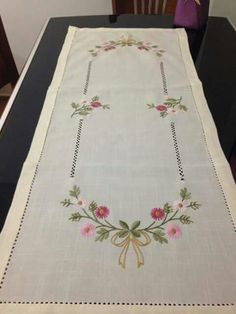 This Pin was discovered by Gül Floral Embroidery Patterns, Hand Embroidery Videos, Hardanger Embroidery, Hand Embroidery Designs, Embroidery Techniques, Ribbon Embroidery, Embroidery Art, Beading Patterns, Embroidery Stitches