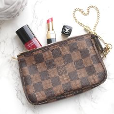 Oops I did it again… I purchased another Louis Vuitton item! Let me tell you more about this little beauty, the ever so popular Mini Pochette.