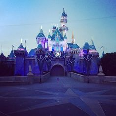 Best time to take a pic of the castle is right when they rope it off for the paint the night and fireworks . #disneyland #disneyland60 #sleepingbeautycastle #disneyparks #disney by chibigenie