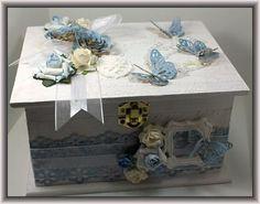 Caja con mariposas azules