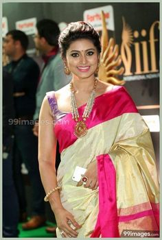Sneha Sexy Poses in Sleeveless Blouse Fresh Pics, Sneha unseen hot stills,Sneha in Saree photo album gallery Indian Actress Sneha Hot Cleavage Images South Actress, South Indian Actress, Beautiful Indian Actress, Beautiful Actresses, Sneha Actress, Tamil Actress, Bollywood Actress, Bollywood Girls, Indian Bridal Sarees