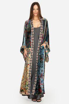 Our Long Kimono takes artistry to a whole new level with each piece crafted using hand-selected silk patterns. Abaya Fashion, Kimono Fashion, Boho Fashion, Fashion Dresses, Womens Fashion, Bohemian Style, Boho Chic, Mode Kimono, Kimono Style