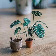 de origami Miniatur-Papierpflanzen Miniature Paper Plants - Detail Loving Art by Raya Sader Bujana: www. Origami, Papier Diy, Fleurs Diy, Paper Plants, Mini Plants, Miniature Plants, Paper Artist, 3d Paper, Flower Crafts