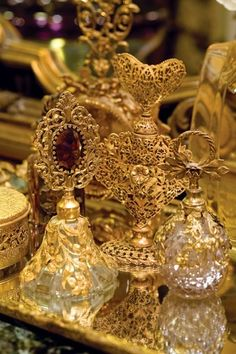 wow here is proof that the crystal decorated gold pretty I have kept is a perfume bottle and not a pretty door knob! Perfumes Vintage, Antique Perfume Bottles, Vintage Perfume Bottles, Perfume Tray, Bottles And Jars, Glass Bottles, Yennefer Of Vengerberg, Beautiful Perfume, Shades Of Gold