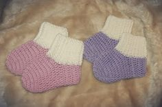Her kommer oppskirft på baby tøffel / baby sokker til dere:     Garnet jeg har brukt er Baby Soft fra Nille. Og heklenål 4(mener jeg).   Hek...