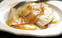 Krep suzet tarifinde, tül gibi hazırlanmış krepler bal ve tereyağı ile koyu bir hal alan portakal sosu ile buluşup, tatlı keyfinize eşlik ediyor.