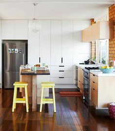 Bright & airy. Nice floor to ceiling cupboards.