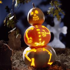A dancing skeleton out of three pumpkins