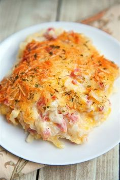Ham and Cheese Hash Brown Casserole only 6 ingredients Hash browns ham parmesan cheese cheddar cheese cream of potato soup and sour cream YUM He took one bite and couldn. Cheese Hashbrown Casserole, Hash Brown Casserole, Casserole Dishes, Casserole Recipes, Ham And Hashbrown Casserole, Breakfast And Brunch, Breakfast Dishes, Breakfast Recipes, Breakfast Casserole