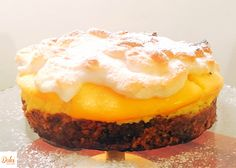 La CHEESECAKE MERINGATA AL LIMONE  SENZA BURRO è un dolce molto goloso! Tre strati di puro godimento. #BIscotto morbido, #crema al #formaggio aromatizzata al #limone e soffice #meringa. Ecco la #ricetta del #dolce http://www.dolcisenzaburro.it/recipe-items/cheesecake-al-limone-meringata-senza-burro/ #dolcisenzaburro healthy and light dessert cake sweets