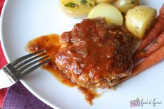 Healthier Salisbury Steak (made w/ ground turkey and ground beef) Fall Recipes, Great Recipes, Favorite Recipes, Good Food, Yummy Food, Awesome Food, Rich Recipe, Recipe Box, Salisbury Steak