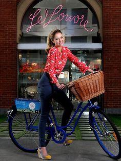 Posing w bicycle