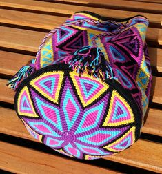 Discover thousands of images about Heikeshäkellust: Wayuu mochila intermediate level Tapestry Crochet Patterns, Knitting Patterns, Mochila Crochet, Tapestry Bag, Handmade Handbags, Crochet Purses, Knitted Bags, Crochet Accessories, Crochet Projects