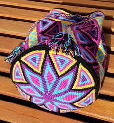 Discover thousands of images about Heikeshäkellust: Wayuu mochila intermediate level Tapestry Crochet Patterns, Knitting Patterns, Mochila Crochet, Bag Pattern Free, Tapestry Bag, Handmade Handbags, Crochet Purses, Knitted Bags, Crochet Accessories