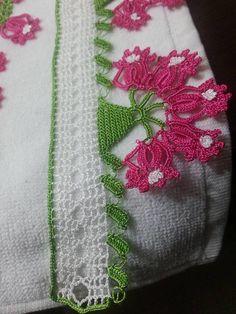 Pembe çiçekli örgü havlu kenarı modeli