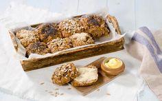 Rundstykker som hever over natten er genialt. Da får du raskt helt fersk brødbakst til frokost. Langtidshevet eller kjøleskapshevet rundstykke smaker fantastisk godt!