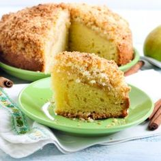 Slidearticles | Slow-Cooked Pear Cake with Crumble Topping