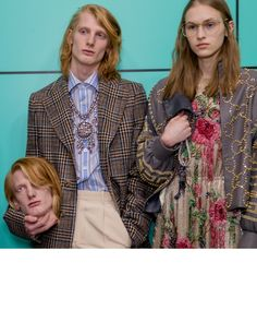 Gucci trends & Inspiration : Backstage at the Gucci Fall Winter 2018 fashion show by…      Backstage at the Gucci Fall Winter 2018 fashion show by Alessandro Michele, new men's and women's looks. Visual and special effects by creative factory Makinarium. Major League Baseball tra...