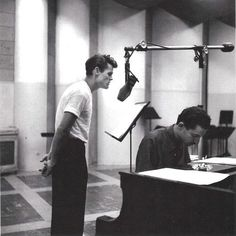 """wehadfacesthen: """"Chet Baker recording vocals with Russ Freeman at the piano, Los Angeles, photo by William Claxton """" William Claxton, Jazz Artists, Jazz Musicians, Melody Gardot, Scotty Moore, Jazz Cat, Chet Baker, Classic Jazz, Classic Style"""