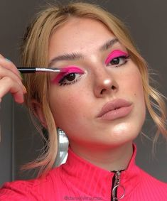 The neon eyeshadow trend is just what the doctor ordered! Be fun and daring this year, and get your vogue on with neon eyeshadow looks, ideas, and palettes! Glam Makeup, Pink Makeup, Cute Makeup, Pretty Makeup, Hair Makeup, Makeup Shayla, Makeup Salon, Dress Makeup, Neon Eyeshadow