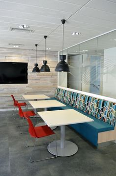 Commercial interiors - Breakout space for corporate client, Dublin. HKS Architects and MAC Interiors. #Textured wood wall