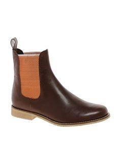 Vergrößern ASOS ALIBI  – Chelsea-Ankle-Boots aus Leder, 70€.