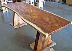 Making wood working plans work for you is easy but it requires proper planning and thought put into it. Woodworking plans can be used by either a novice or an experienced carpenter. Wood Slab Table, Wood Table Design, Wooden Tables, Live Edge Furniture, Log Furniture, Unique Furniture, Furniture Removal, Furniture Ideas, Live Edge Table