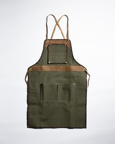 This limited edition apron is now out of stock. Check out the full apron collection for other American-made work apron options.  Vanport Outfitters' quality canvas bags celebrate a classic look designed for a modern lifestyle. Their finely tuned balance of functionality and formalism found a perfect partner in Hand-Eye Supply--the renowned haberdashery specializing in the tools and wear for making. Vanport and Hand-Eye Supply have teamed up to design a special limited-edition shop apron…