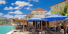 The Landings: For a laid-back dining option, head to the alfresco harborfront restaurant.