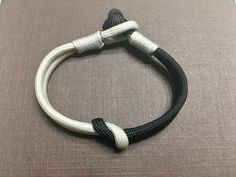Minimalistic paracord bracelet