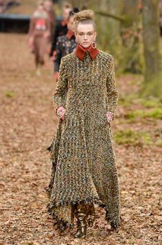 That tweed! That shape! Chanel Fall 2018 Ready-to-Wear Collection - Vogue