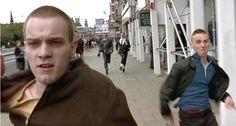 スコットランド出身の俳優ユアン・マクレガーがブレイクした映画『トレインスポッティング(1996)』のオープニングシーンで主人公のレントンがお店のセキュリティに追いかけられるシーンは、エジンバラの中心街であるプリンセス・ストリートで撮影されました。