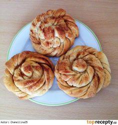 Jogurtové věnečky se skořicí Eastern European Recipes, Bagel, Baked Goods, Bread, Cookies, Baking, Breakfast, Sweet, Food