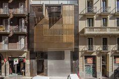 Luxury apartment building on Passatge Marimon by MATEO ARQUITECTURA