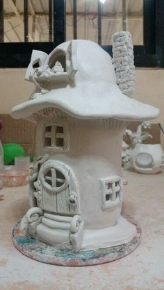 Most current Pics air dry Clay fairy Thoughts Air dry clay mushroom house Clay Fairy House, Fairy Garden Houses, Fairy Gardens, Polymer Clay Fairy, Polymer Clay Projects, Clay Houses, Ceramic Houses, Deco Nature, Mushroom House