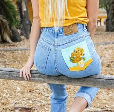 How to Paint On Jeans 5 steps with pictures Kessler Ramirez Art Travel - Bringing some happy sunflowers to your Saturday Shop available jeans Painted jeans tutorial or link in bio Painted Jeans, Painted Clothes, Hand Painted, Diy Clothing, Custom Clothes, Yoga Clothing, Jean Diy, Diy Fashion, Fashion Outfits