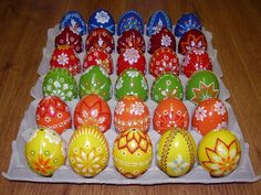 Egg Art, Easter Crafts, Easter Eggs, Diy And Crafts, Knitting Patterns, Christmas Bulbs, Retro, Holiday Decor, Slime