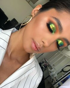 must have makeup Full Makeup, Green Makeup, Love Makeup, Simple Makeup, Makeup Inspo, Makeup Art, Makeup Inspiration, Beauty Makeup, Hair Makeup
