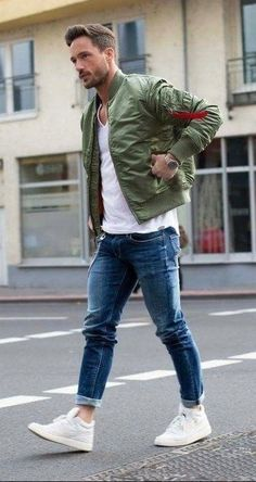 32 Casual Bomber Jacket Outfits For Winters, Distinct trends of collar are offered in leather bomber jacket. For winters, you can put on a bomber jacket to appear totally wonderful. Even supposin. Stylish Men, Men Casual, Casual Outfits, Bomber Jacket Outfit, Jacket Jeans, Mode Man, Herren Style, Herren Outfit, Popular Mens Fashion