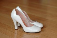 These are phenomenal! I would buy them in a heartbeat if they fit. vintage 1940s shoes / 40s white leather baby doll heels / size 7.5
